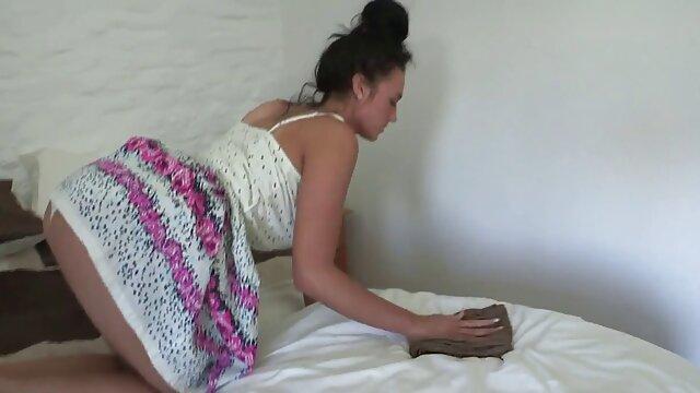 Zwei Vollbusige Babes Teilen sich Einen Großen Schwanz pornos ab 50