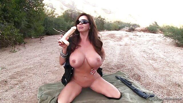 Blonde babe Lu Elissa gratis pornos mit alten frauen Finger Spielzeug pussy zum Orgasmus in Strumpfhosen und Stiefel