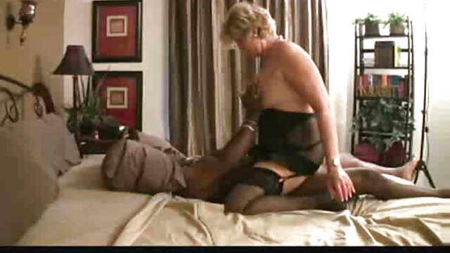 MOFOS-Real reife damen sexfilme Slut Party-Vier blonde Party Girls lassen los
