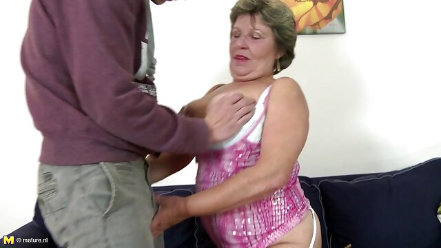 Brünette Transe Wichst ihren harten Schwanz reife frauen kostenlose pornos ab