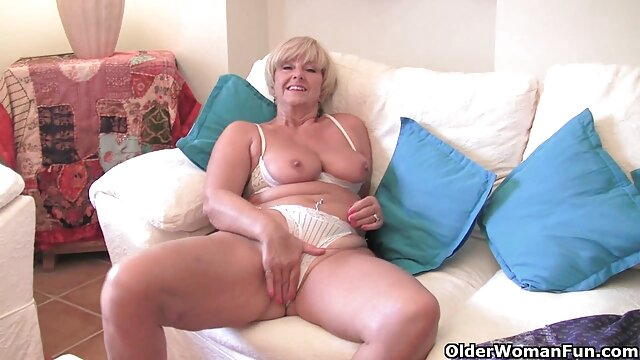Erstaunlich amateur hottie masturbieren pornos ältere