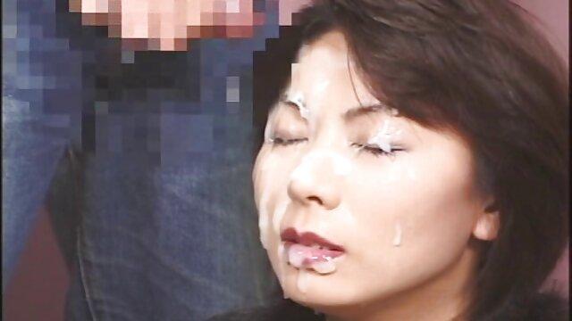 Verführerische japanische gal geschraubt im gratis pornos mit reifen frauen Badezimmer