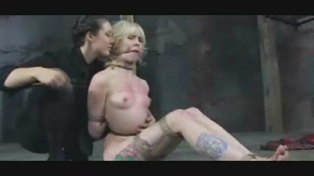 Naughty BBW Amber ältere pornofilme Fingert Ihren Schlitz