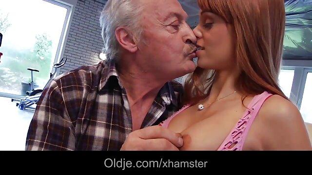 Twistys - pornos ab 50 - Dirty blonde Babysitter saugt einige Schwanz