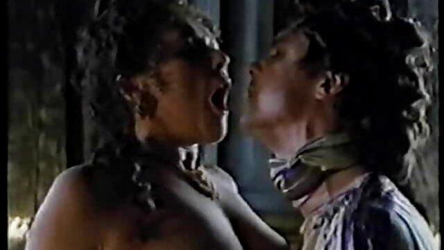 wilde pornofilme reife damen öffentliche Lesben-sex-show