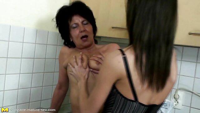 Pisse Trinken - Шлюховатая Софи Голдфингер сосет член и мокнет в reife frauen anal pornos моче