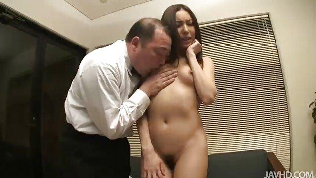 Geile Frau in heißen reife frau pornos Dreier