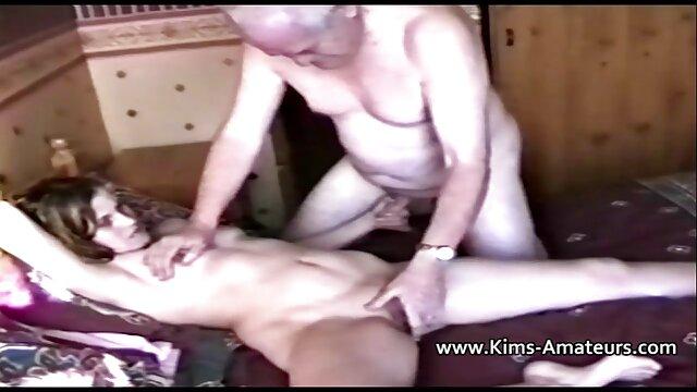 Sie wacht durstig nach Sperma pornos für ältere auf