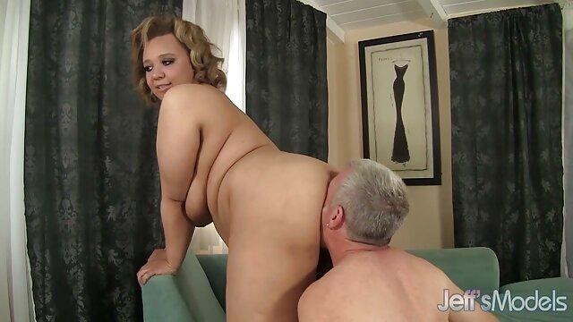 Mofos-Geile Blondine blinkt sexfilme mit älteren frauen pussy