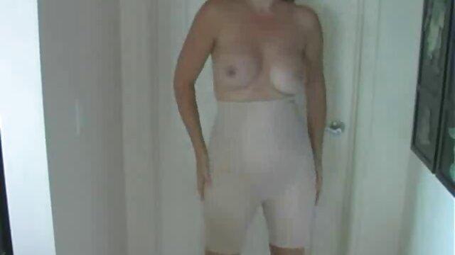 Kinky cfnm femdom Schlampen geben pornos frauen ab 40 sub handjob
