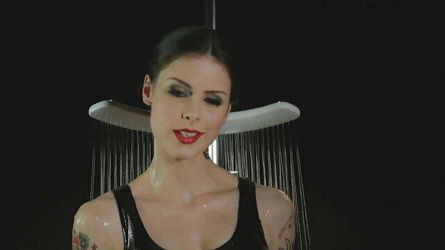 Faust Flush Sie spritzt erotikfilme mit reifen frauen Eimer Lasten