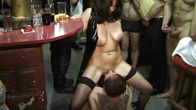 Nuttig Modell pornos mit älteren genießt hot anal sex Szene 1